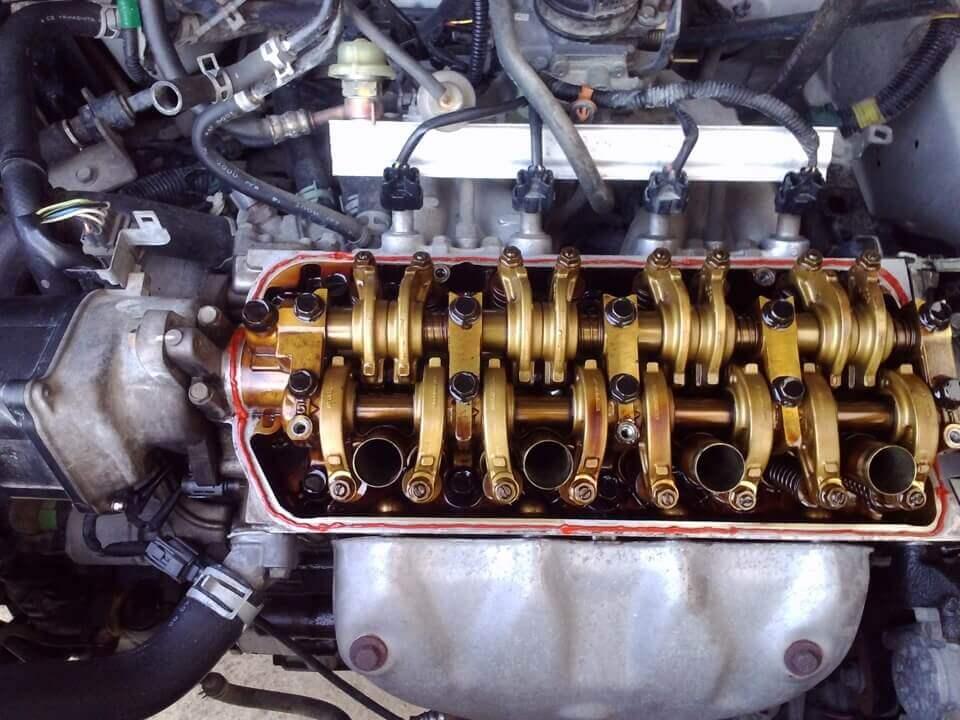 Honda HR-V Устранение течи масла и замена свечных колодцев
